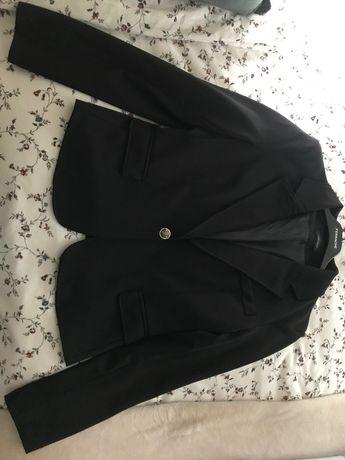 Blazer preto com botão prateado