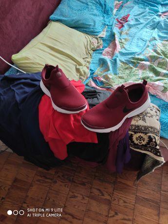 Продам мужские кроссовки 43р.28 см.