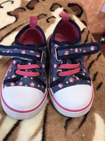 Обувь для девочки!В хорошем состоянии!