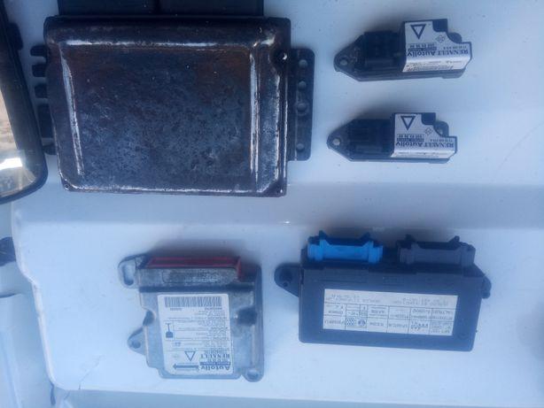 Блоки управления и датчики Рено Лагуна1 1999гв 1.8V 16