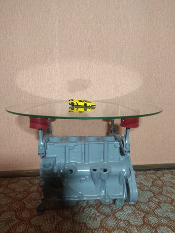 Журнальний столик із блока двигуна