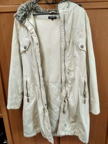 Пальто женское белое.