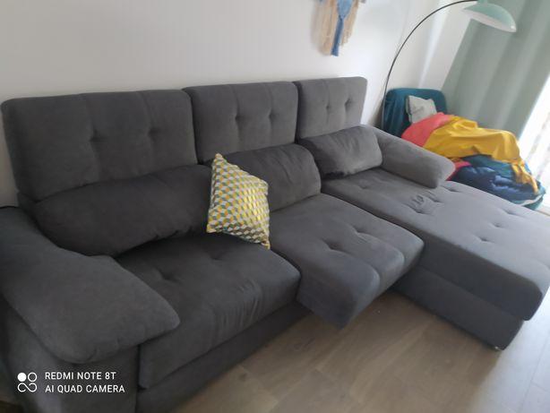 Sofá com chaise longe e móvel de tv Madeira maciça