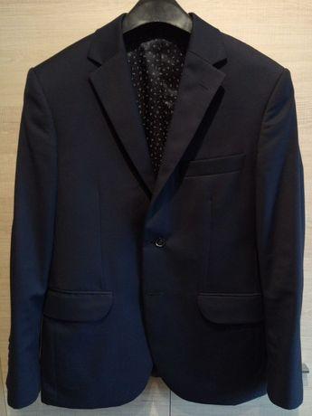 granatowy garnitur marki Vistula + krawat gratis