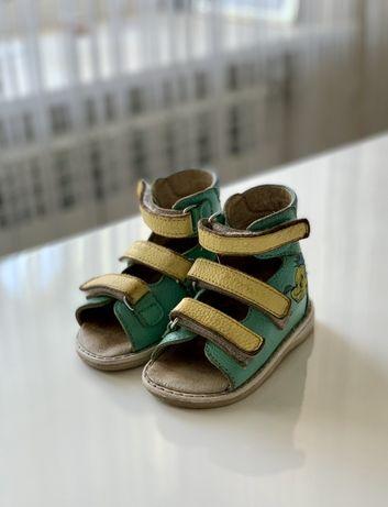 Продаю ортопедические сандали для малыша