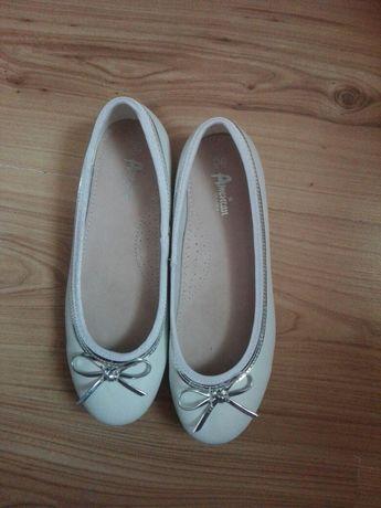Buty dziewczęce białe do komunii