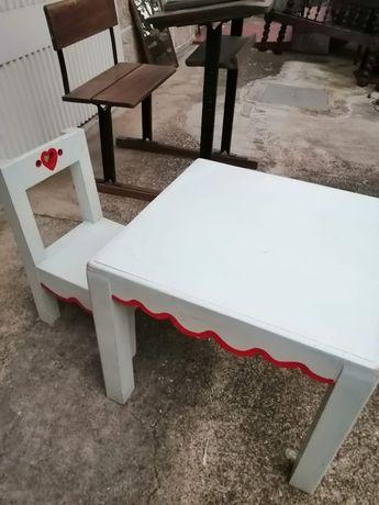 Mesa e cadeira de criança