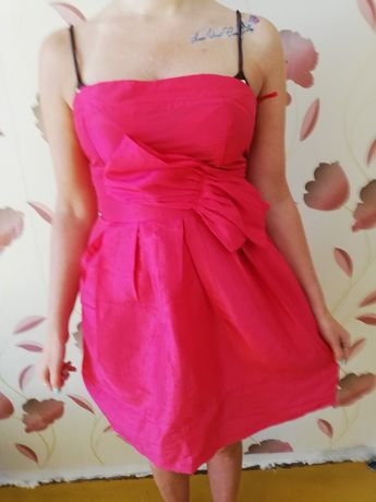 Piękna różowa sukienka
