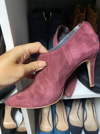 3 pares Sapatos e botins