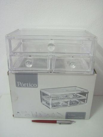 Caixa acrilico transparente para guardar acessorios.