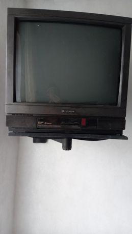 Продам телевизор  Hitachi рабочий. Только самовывоз