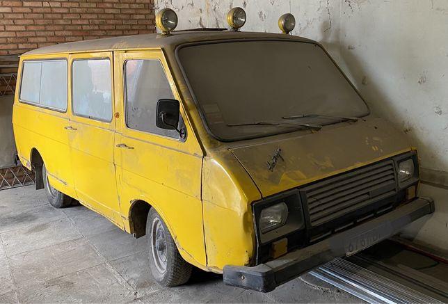 Раф микроавтобус.