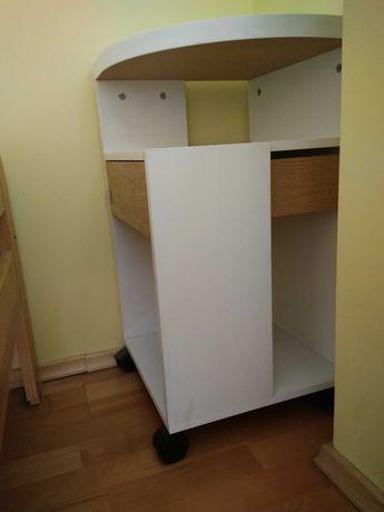 mała szafka / komoda narożna na kółkach (Ikea)