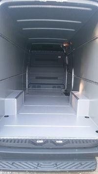 MB Sprinter L3H2 Zabudowa premium przestrzeni ładunkowej w aucie