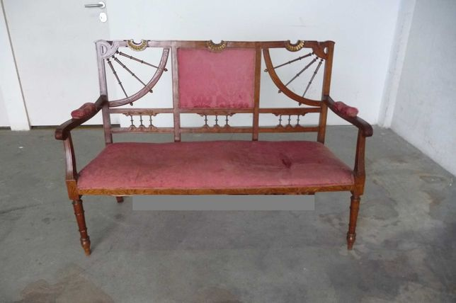 Móvel Canapé Arte Nova em Nogueira