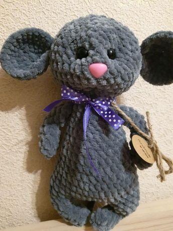 Вязаная плюшевая мышка