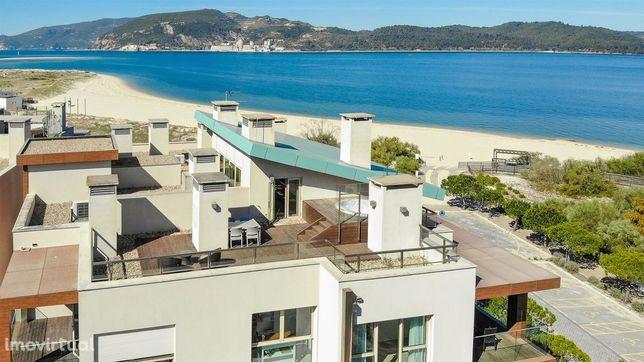 Apartamento T1 Duplex em frente ao mar em Troia