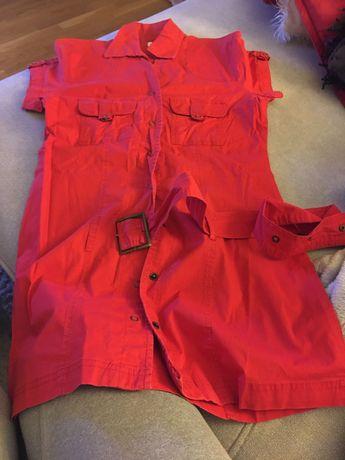 Krótka czerwona sukienka  rozpinana.