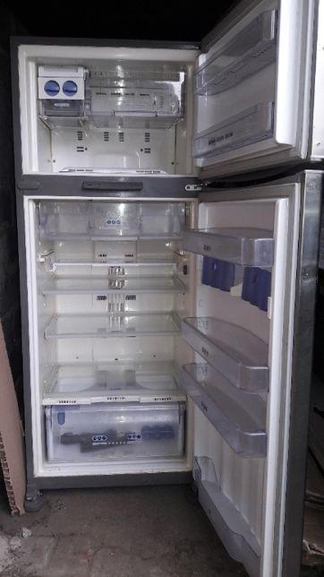 Холодильник Whirlpool большой(состояние очень хорошее)