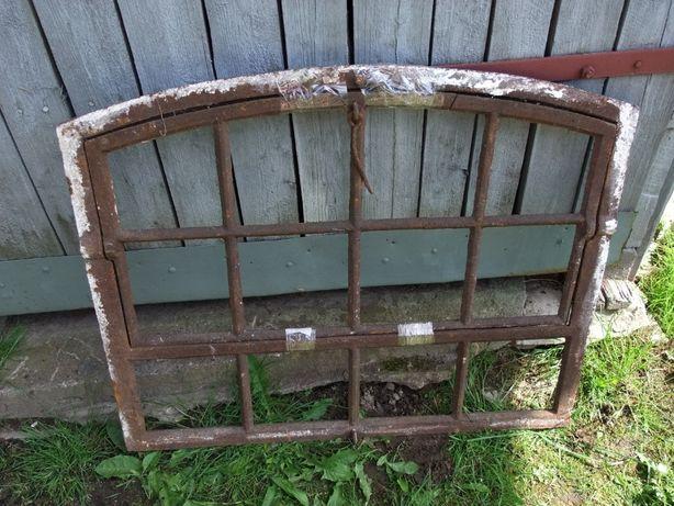 Okno żeliwne łukowe