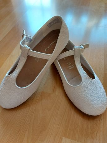 Sprzedam białe buciki komunijne
