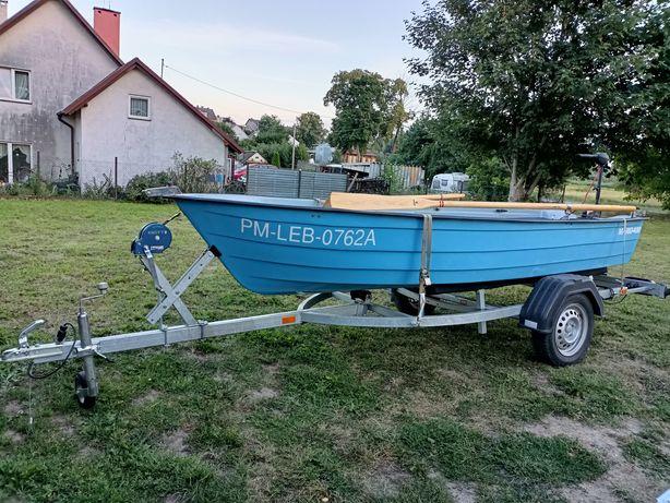 Duża łódź z przyczepką