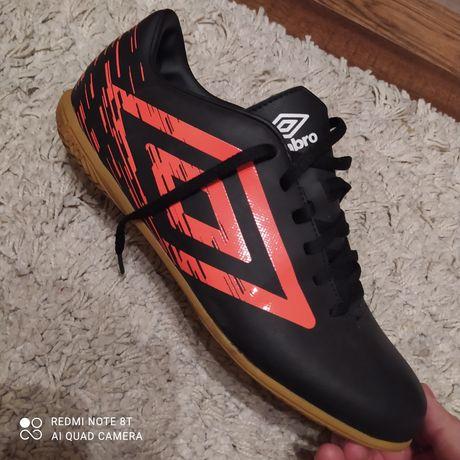 Buty umbro jak nowe sportowe  r. 44.5