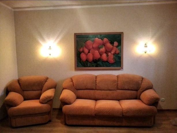 Мягкий раскладной диван и кресло
