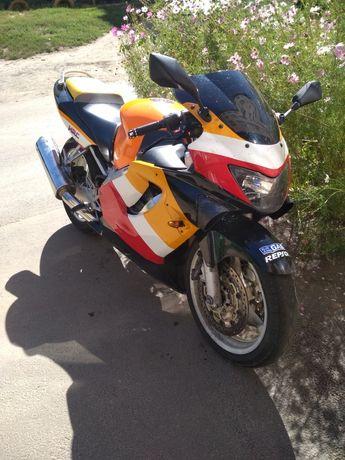 Honda cbr 600  .