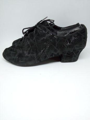 Танцювальне взуття з Латини