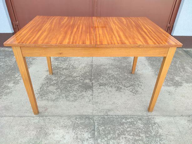 Stół z czasów PRL
