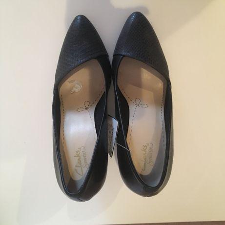 Продам новые туфли Clarks 40 размера.