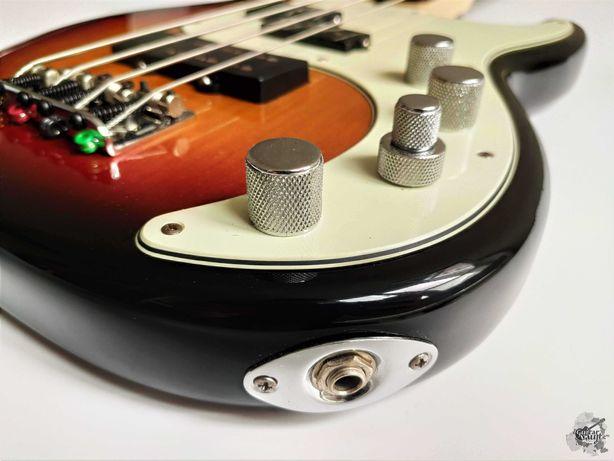 Fender® American Deluxe Precision Bass® '2006 Sunburst w/case & docs