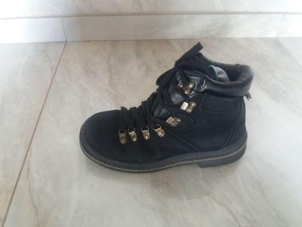 Туфлі кросівки ботінки бутси