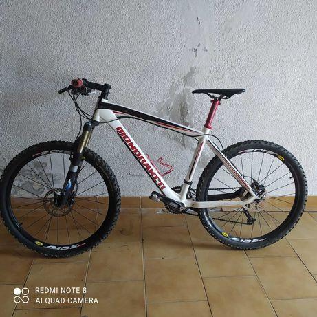 Bicicleta Mondraker em Carbono