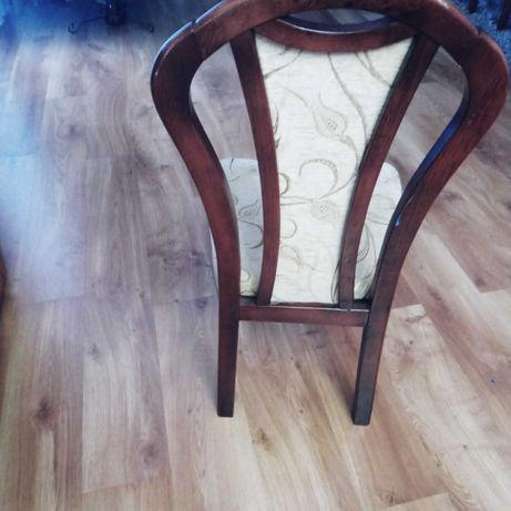 Krzesła beżowo brazowe drewniane