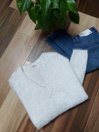Śmietankowy sweter włochaty Camaieu r.S