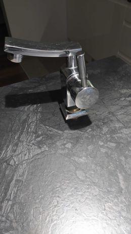 Bateria umywalkowa KRANKOT z obrotową wylewką