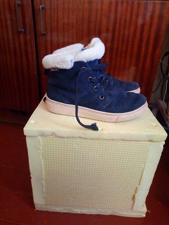 Продам ботиночки зимние на девочку