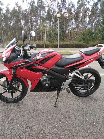 Vendo moto Honda CBR 125 r