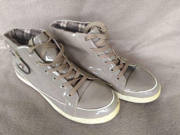 Кросівки утеплені жіночі, 38 розмір