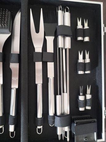 Nowy zestaw grillowy w walizce 18 elementów stał nierdzewna