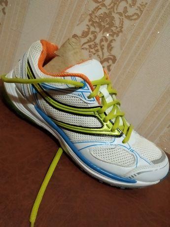 Продам  фірмові кросівки роз 37