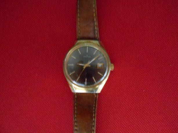 Bom relógio com mais de 40 anos, marca INDORA, em perfeito estado.