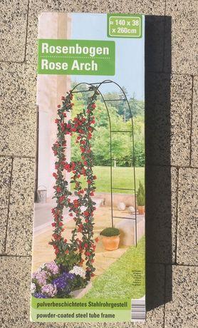 Nowa duża pergola ogrodowa na róże