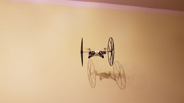 Dron Parrot Rolling Spider