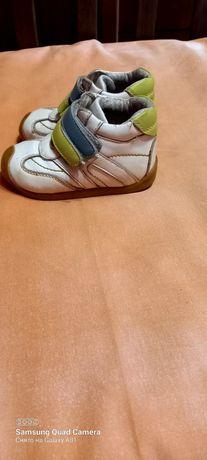 Продам детские демисезоные ботинки