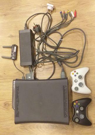 Xbox 360 + 2 pady + 4 gry