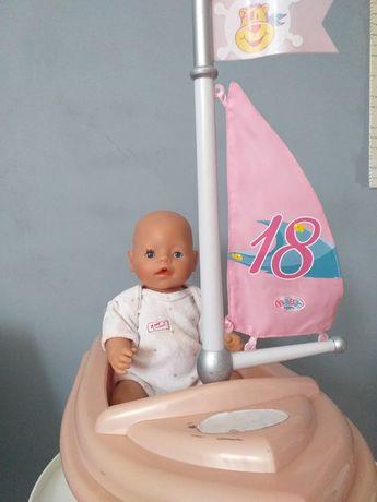 Lalka Baby born w łódce
