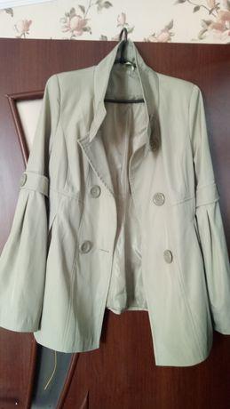 Продам куртку или короткий плащик не дорого